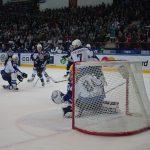 Хоккейная «Сибирь» одержала победу над «Нефтехимиком»