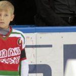 Коля Лукашенко играет влюбительский хоккей под номером 1, как иотец