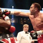 Британский боксер Чисора устроил потасовку с конкурентом надуэли взглядов